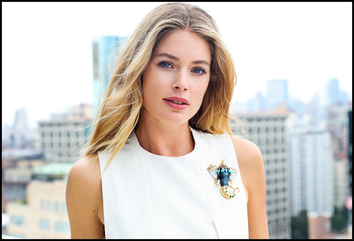 Doutzen Kroes indossa la spilla Tiffany & Co.