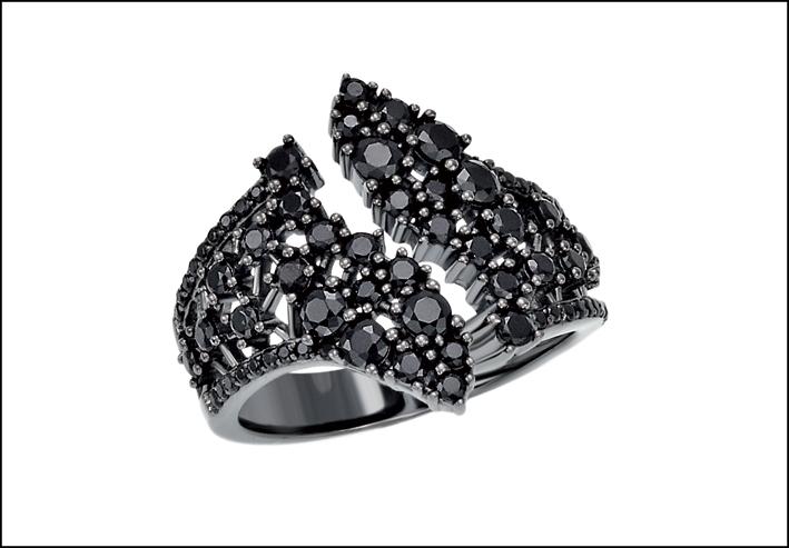 Anello con cristalli neri