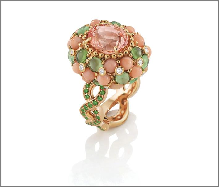 Anello Porto Ercole in oro rosa, zaffiro padparascha da 40 carati, tsavorite, corallo, perle di corallo, diamanti