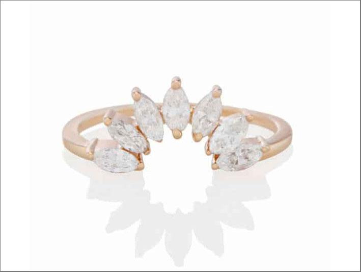Anello Clessidra Jacket, in oro rosa e diamanti taglio marquise