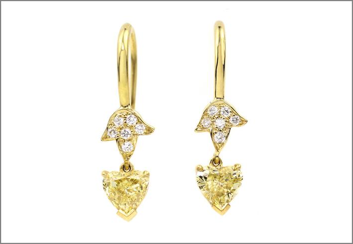 Orecchini pendenti in oro e diamanti