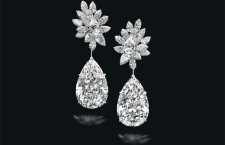 Miroir de l'Amour sono orecchini perfetti, con diamanti a forma di pera.