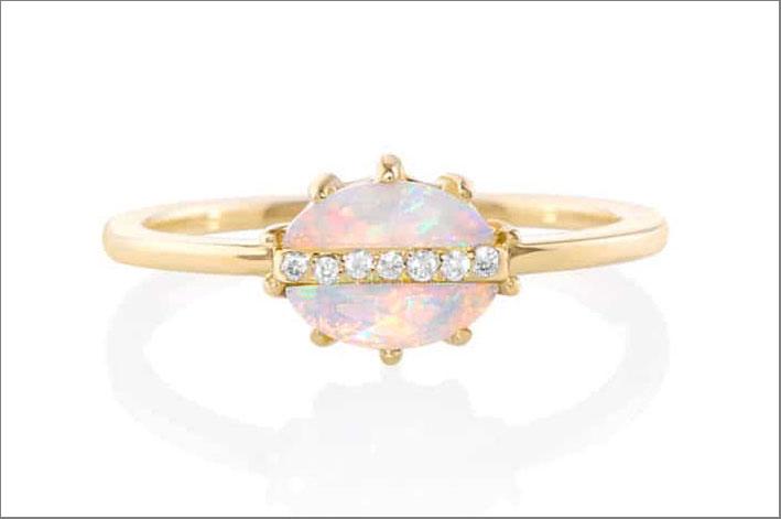 Anello con opale e diamanti