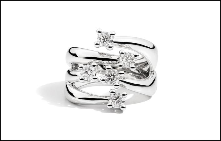 Anello con cinque diamanti della collezione Eternity