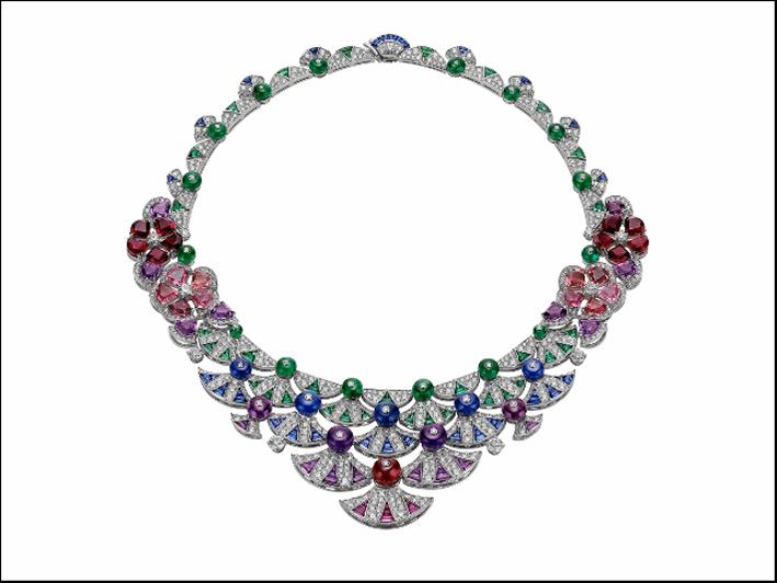 La collana dedicata a Trinità dei Monti