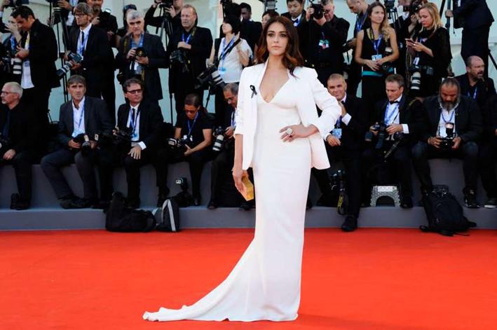 Valentina Lodovini sul red carper del Festival del Cinema di Venezia