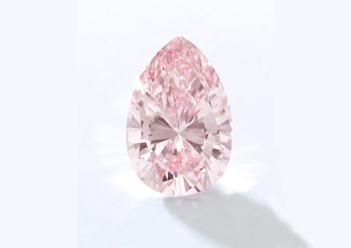 Anello con diamante rosa taglio a pera Fancy Intense da 13,20 carati, Internally Flawless. Stima: 9-14 milioni di dollari