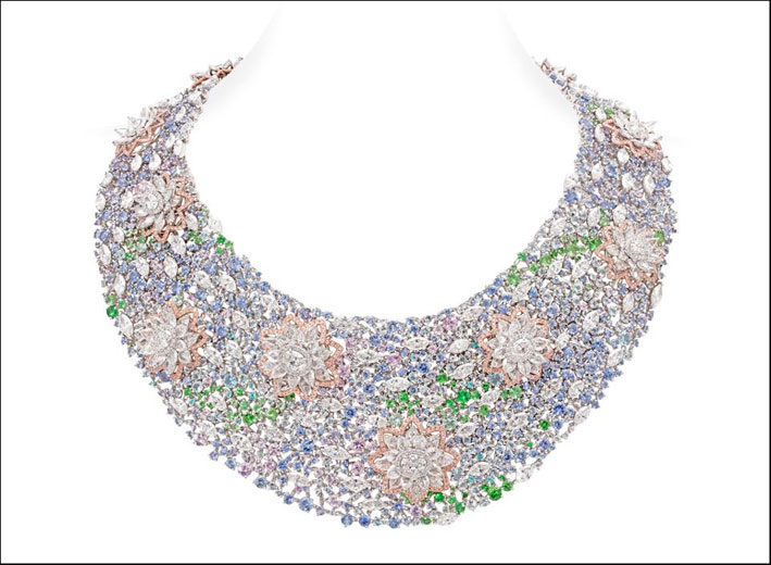 Collana con diamanti colorati per 72 carati
