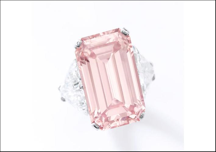 Anello con diamante rosa fancy Intense da  17,07 carati. Stima: 12-15 milioni di dollari.jpg