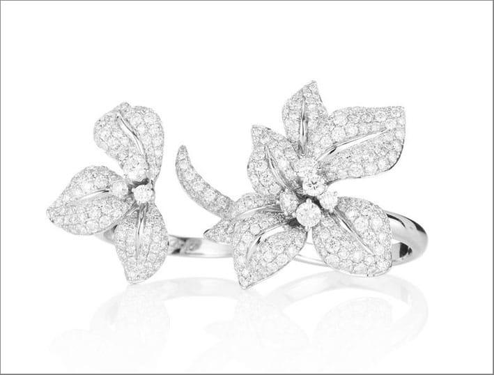 Anello della collezione Fleur de Lis, oro bianco e diamanti