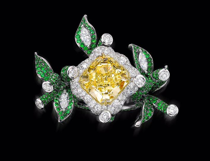 Anello Royal Bamboo, con un diamante giallo di 8,8 carati. In Cina il bamboo è un portafortuna