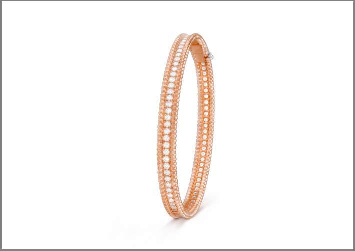 Bracciale in oro rosa con linea di diamanti