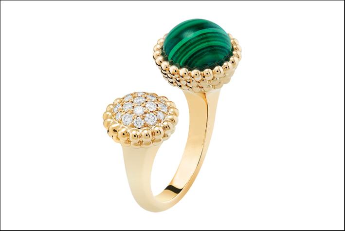 Anello Entre les Doigts Perlée couleurs in oro bianco, diamanti e malachite