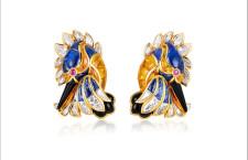 Orecchini Martin Pescatore in oro, diamanti, zaffiri blu e gialli, rubini