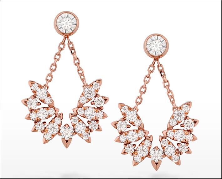 Orecchini in oro rosa e diamanti. Prezzo: 7600 dollari