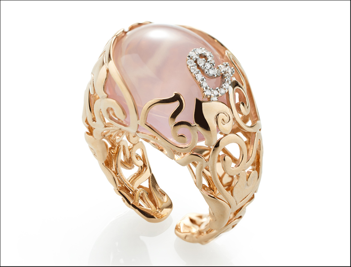 Anello in oro e quarzo rosa