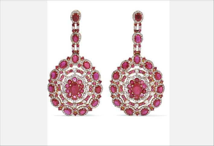 Orecchini in oro rosa con diamanti e rubini