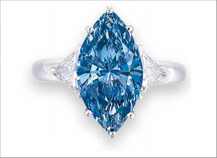 Anello con diamante blu di Moussaieff