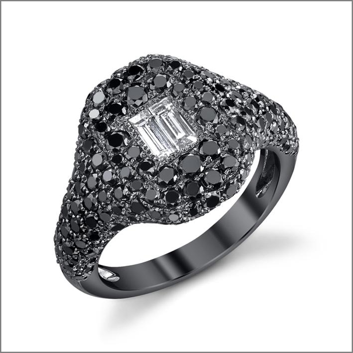 Anello con pavé di diamanti neri. Prezzo: 3990 dollari