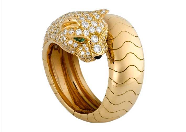 Anello Panthèere in oro giallo, 158 diamanti taglio brillante,smeraldi, onice. Prezzo: 33.700 euro
