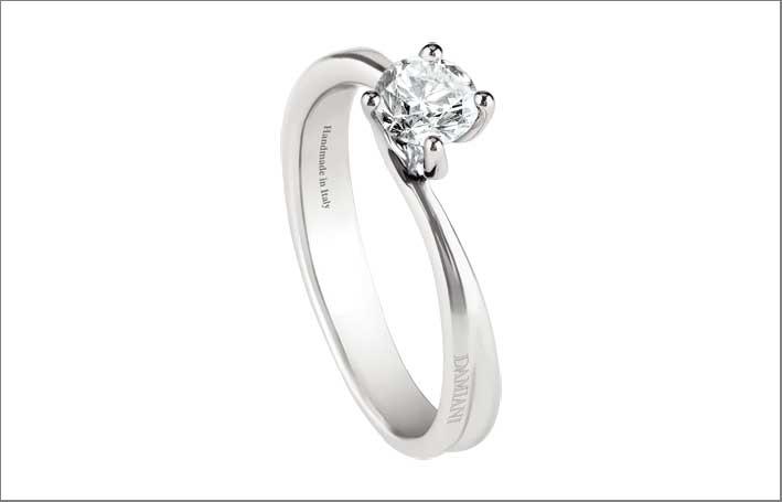 Damiani, anello in oro bianco e diamante. Prezzo: 1640 euro