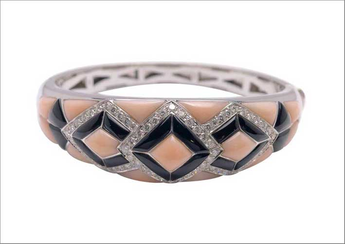 Bracciale in onice nero e corallo rosa, con diamanti