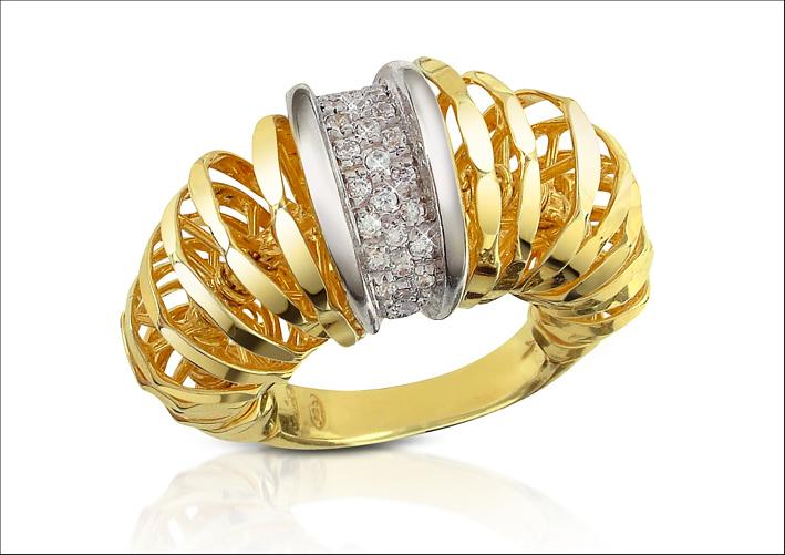 Galaxy, anello in oro e diamanti. Prezzo: 4.230 euro