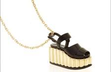 Miniature preziose, Sandalo in Oro e setin nero