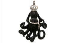 Pendente octopus in jet intagliato