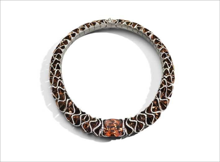 Collier Orange Velvet, in titanio e 2.427 diamanti più una spessartite con la stessa tonalità