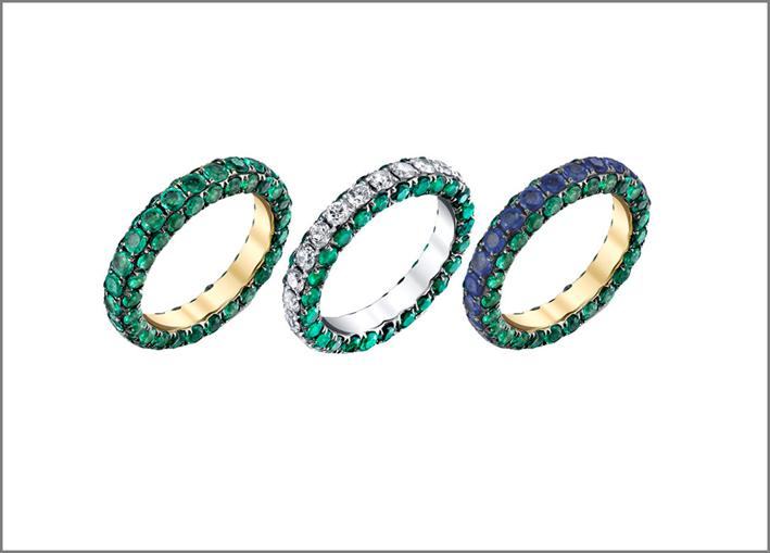 Anelli in oro con smeraldi e zaffiri