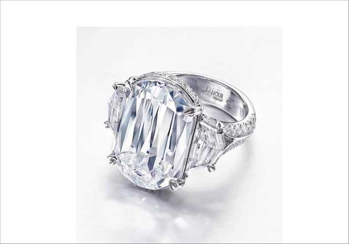 Anello con un diamante taglio Crisscut