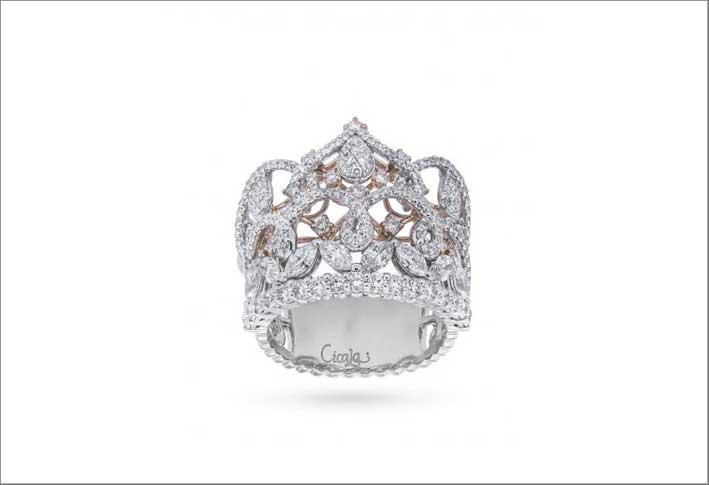 Anello Corone in oro bianco e diamanti di diverso taglio