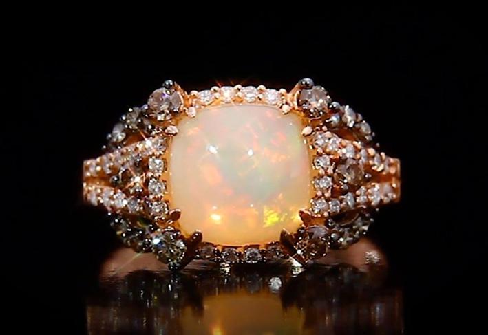 Neopolitan Opal, anello con diamanti e opale