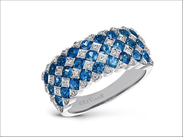 Anello con diamanti bianchi e zaffiri