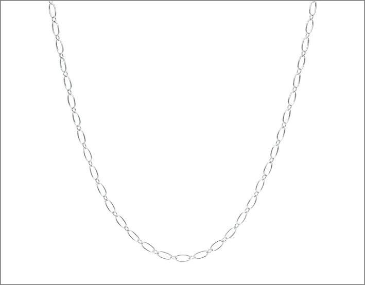 Catena in argento a maglie ovali. Prezzo: 60 euro