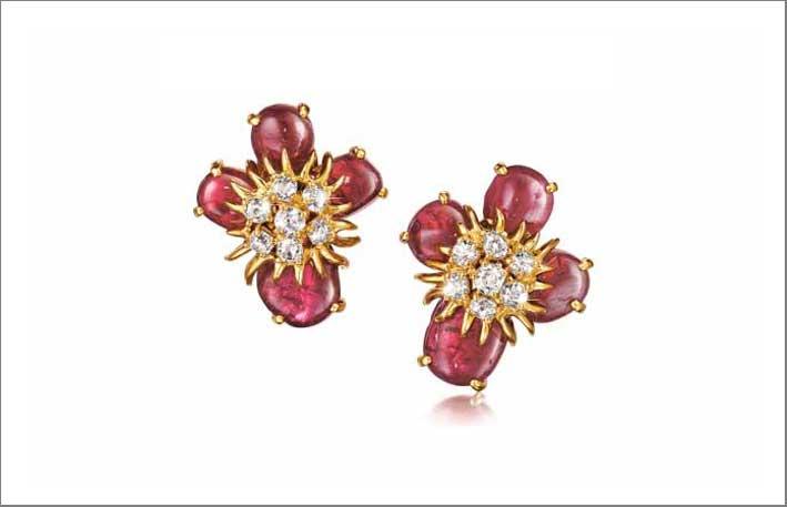 Orecchini con morganite e diamanti ispirati a Salvador Dalì