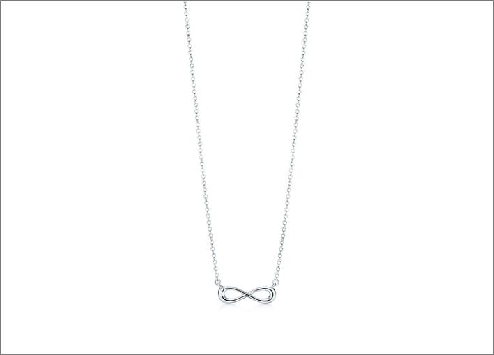 Prendente della collezione Tiffany Infinity. Prezzo: 170 euro