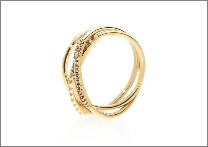 Anello a tre giri in oro giallo e diamanti bianchi e champagne