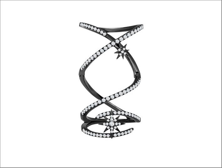 Anello 18 carati in oro rodiato nero e diamanti