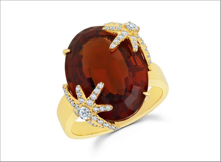 Anello in oro giallo, diamanti, citrino da 126 carati