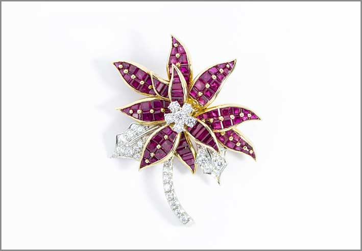 Oscar Heyman, spilla Stella di Natale, con 24 rubini baguette, 75 rubini squadrati, 35 diamanti,