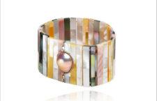 Bracciale con madreperla di diversi colori su oro 18 carati e con perla barocca lavanda