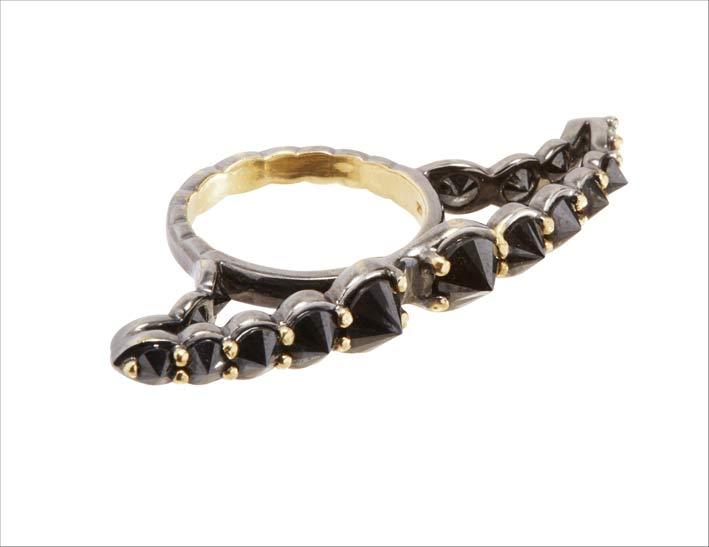 Anello con diamanti neri