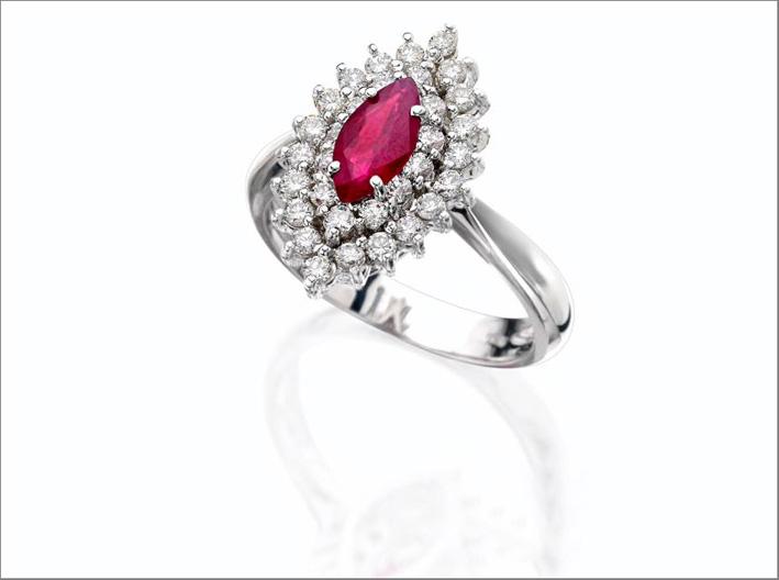 Fabio Neri, anello in oro bianco, diamanti e rubino taglio marquise