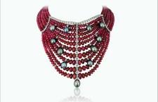Collier con oltre 850 carati di rubini e 20 grammi di perle