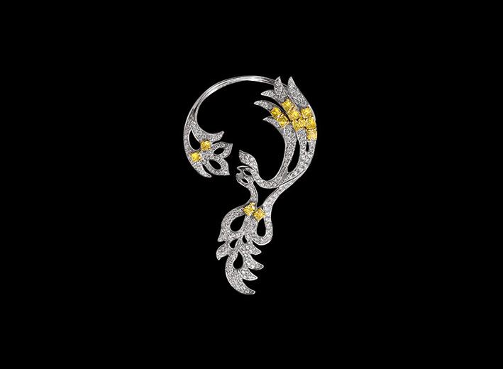 Earcuff, diamanti bianchi e gialli su oro bianco