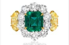 Anello con smeraldo, diamanti bianchi e yellowAnello con smeraldo, diamanti bianchi e yellow