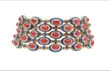 Girocollo con diamanti e rubini che riprende la forma del Colosseo