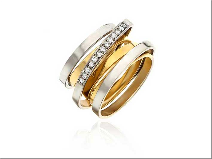 Anello Moebius, in oro bianco e giallo, con diamanti